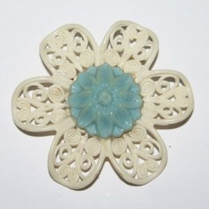 Vintage plastic cream and blue flower brooch